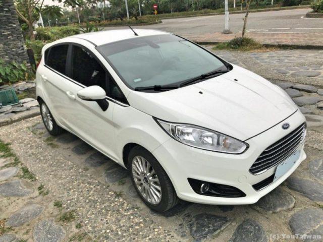 Ford Fiesta 1.0レンタカー