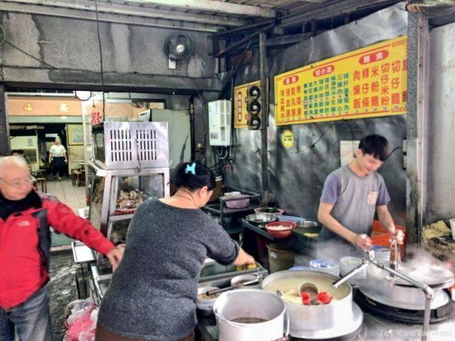 蘆洲大廟口切子麵の入り口。厨房になっている。