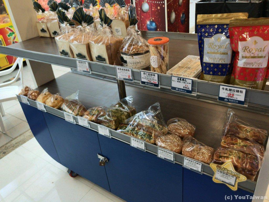こちらは惣菜パン中心